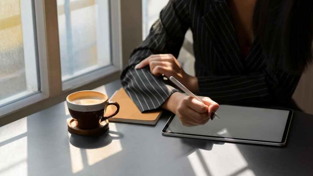 Immagine che contiene persona, tavolo, portatile, interni  Descrizione generata automaticamente